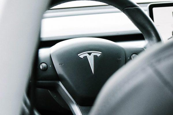Elon Musk revela que propuso a Tim Cook (Apple) comprar Tesla